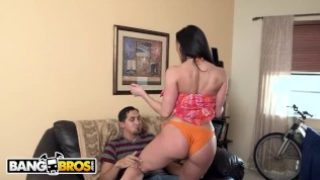 BANGBROS – Big Ass MILF Kendra Lust Fucked By Juan Largo on Ass Parade