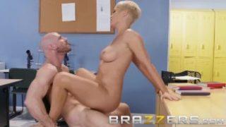 Brazzers – Dirty teacher Ryan Keely fucks students dad