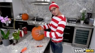 BANGBROS – Teen Evelyn Stone Gets A Halloween Treat From Bruno
