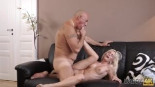 DADDY4K – Bald daddy stretches divine blonde Candee Licious on couch